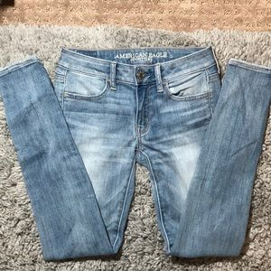 medium/low waisted american eagle jeans woman's 0